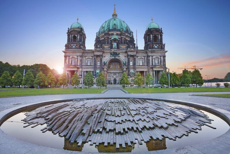Berlin domkyrka royaltyfria bilder