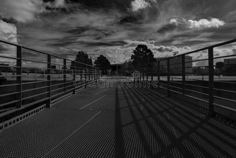 Berlin durch Sonnenschein lizenzfreies stockbild
