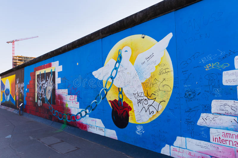 Berlin East Side Gallery konstverk arkivbild
