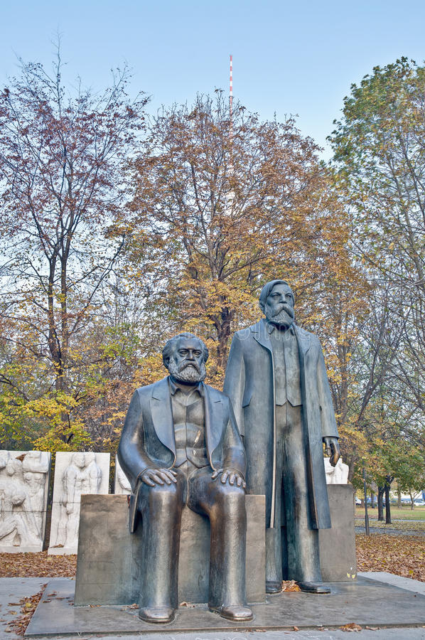 berlin engels friedrich germany Karl Marx arkivbild