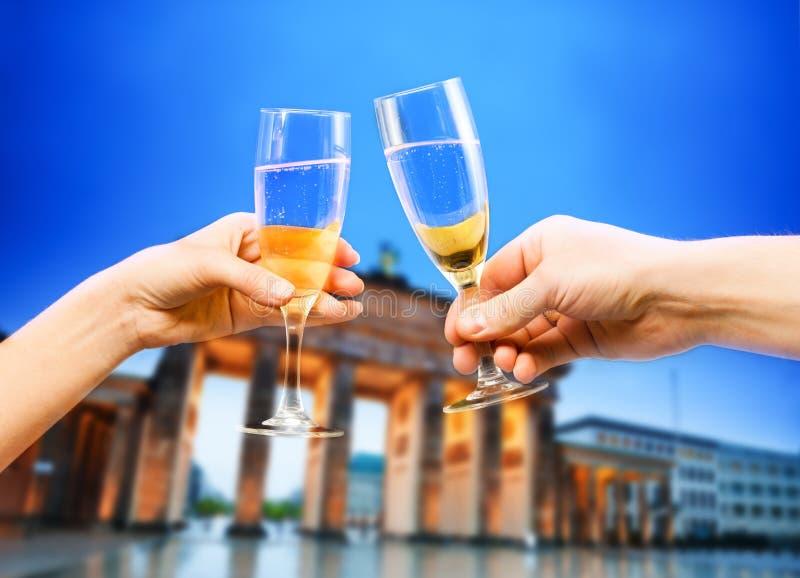 Berlin Germany Brandenburg, vidrios de champán, técnicas mixtas fotografía de archivo libre de regalías