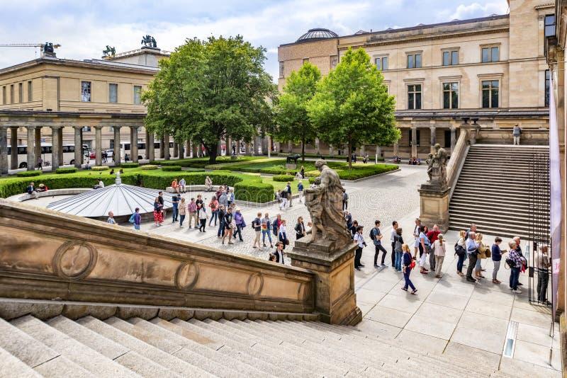 Berlin Germany 10de Juli, de Mening van 2018 van het museum Nationale National Gallery, op het museumeiland, waar voor huidige ex stock foto's