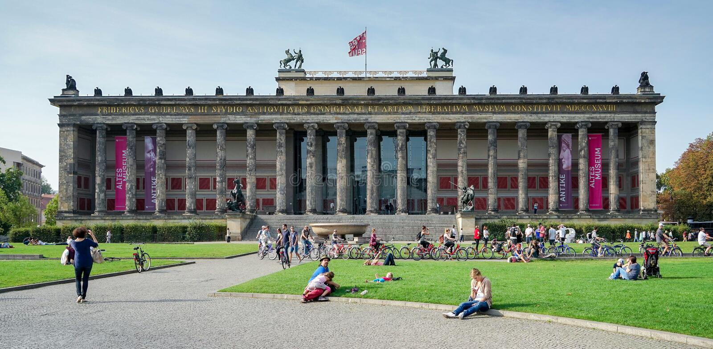 BERLIN, GERMANY/EUROPE - 15. SEPTEMBER: Altes-Museum in Berlin G stockfotos