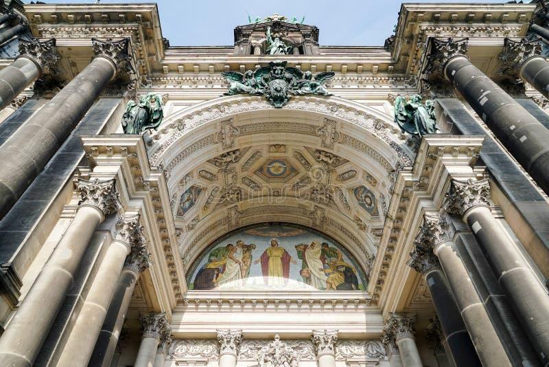 BERLIN GERMANY/EUROPE - SEPTEMBER 15: Detalj av domkyrkan I arkivbilder