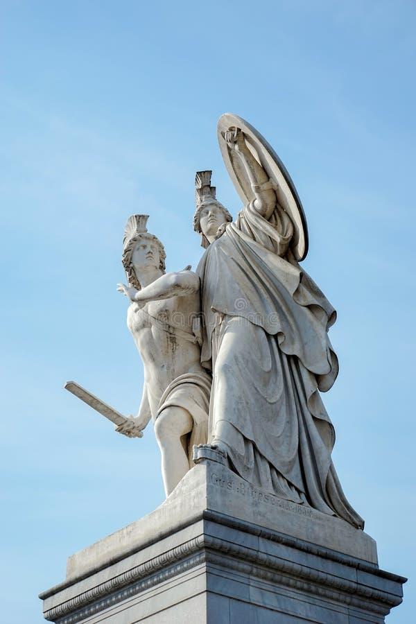 BERLIN, GERMANY/EUROPE - WRZESIEŃ 15: Statua prowadząca młody człowiek obraz stock