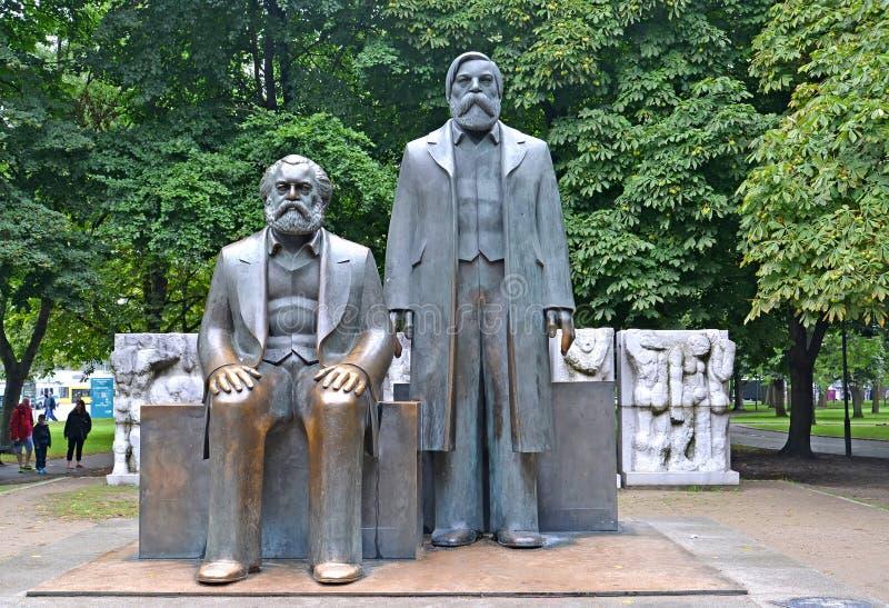 berlin germany Forum för Marx och Engels ` s i parkera arkivfoto