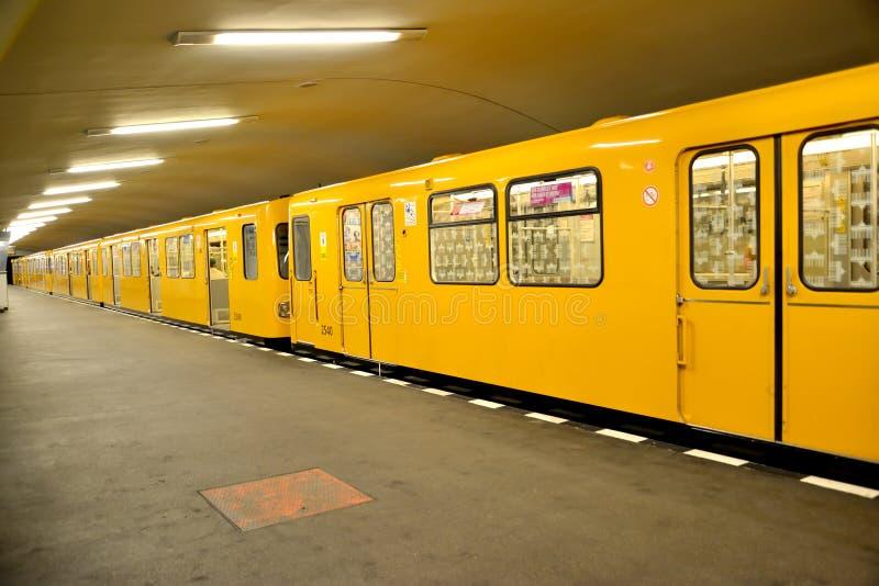 berlin Germany Pociągów koszty przy stacją Hanzaplatz metro zdjęcie stock