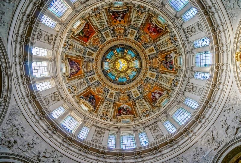 BERLIN/GERMANY - WRZESIEŃ 15: Podsufitowy szczegół katedra obrazy stock