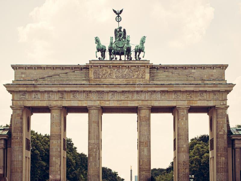 Berlin gränsmärke den Brandenburg porten arkivbilder