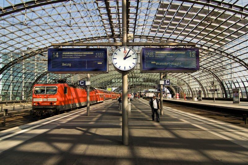 Berlin Hauptbahnhof arkivfoton