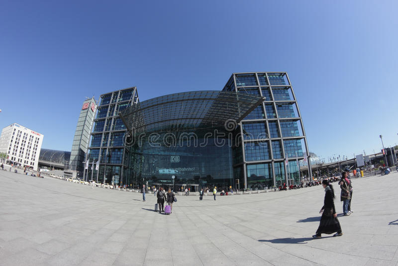 Berlin Hauptbahnhof (Berlin Central Station) royaltyfri bild