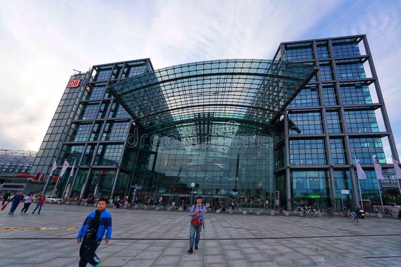 Berlin Hauptbahnhof Central Station royaltyfria foton
