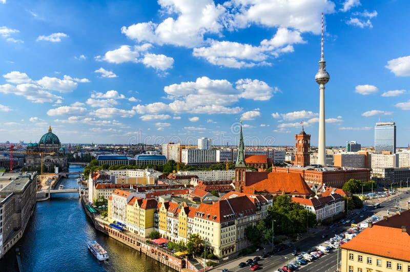 Berlin horisontpanorama royaltyfria foton
