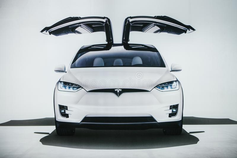 Berlin, le 2 octobre 2017 : Photo de l'image d'un model X de Tesla de véhicule électrique au Salon de l'Automobile de Tesla à Ber images libres de droits