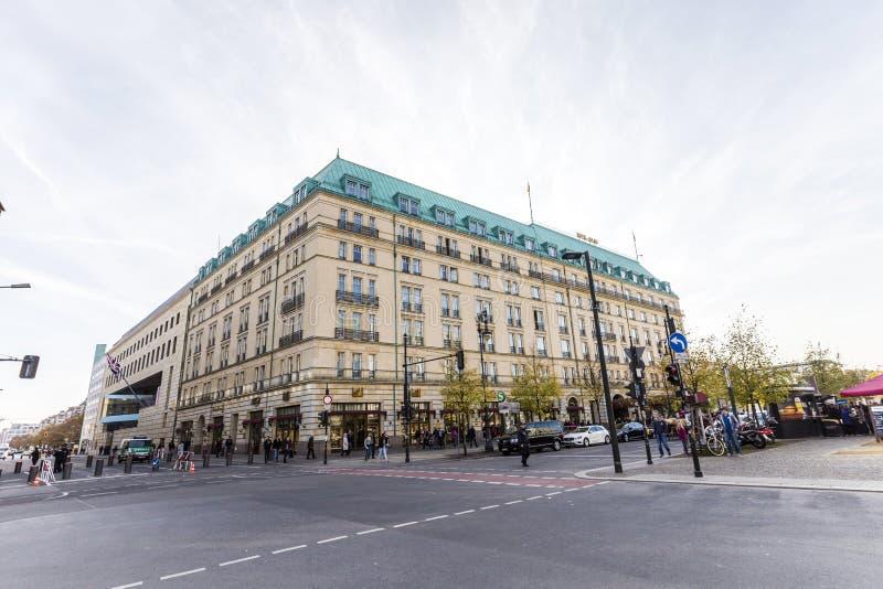 Berlin - legendarny Hotelowy Adlon obrazy stock
