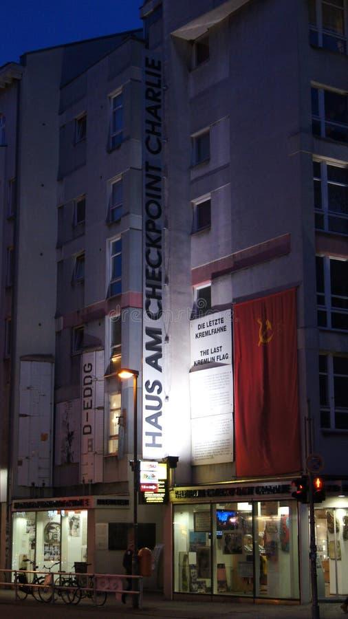 BERLIN NIEMCY, JAN, - 17th, 2015: Poprzedni bordercross punkt kontrolny Charlie w Berlin Ja ` s znana Berlińska ściana zdjęcie royalty free