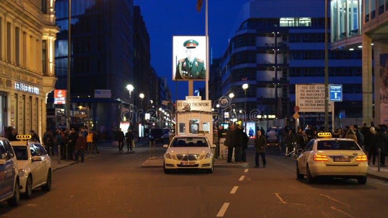 BERLIN NIEMCY, JAN, - 17th, 2015: Poprzedni bordercross punkt kontrolny Charlie w Berlin Ja ` s znana Berlińska ściana fotografia royalty free