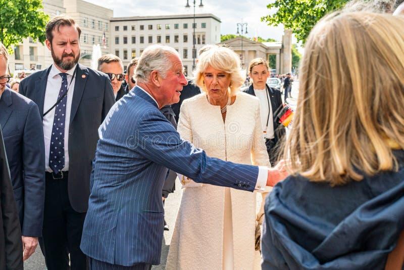 BERLIN NIEMCY, MAJ, - 7, 2019: Charles i Camilla, książę walii, Duchess Cornwall, przed Brandenburg bramą fotografia stock