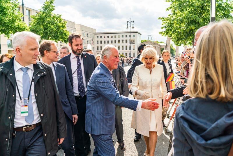BERLIN NIEMCY, MAJ, - 7, 2019: Charles i Camilla, książę walii, Duchess Cornwall, przed Brandenburg bramą zdjęcie stock