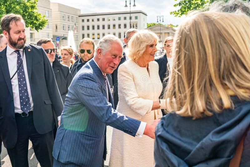 BERLIN NIEMCY, MAJ, - 7, 2019: Charles i Camilla, książę walii, Duchess Cornwall, przed Brandenburg bramą obraz stock