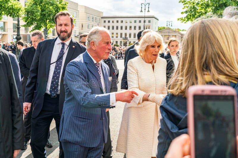 BERLIN NIEMCY, MAJ, - 7, 2019: Charles i Camilla, książę walii, Duchess Cornwall, przed Brandenburg bramą obrazy stock