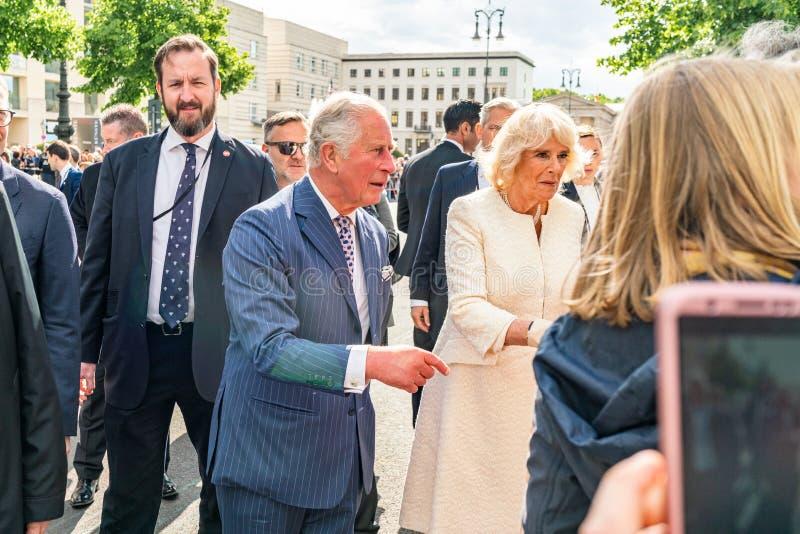 BERLIN NIEMCY, MAJ, - 7, 2019: Charles i Camilla, książę walii, Duchess Cornwall, przed Brandenburg bramą fotografia royalty free