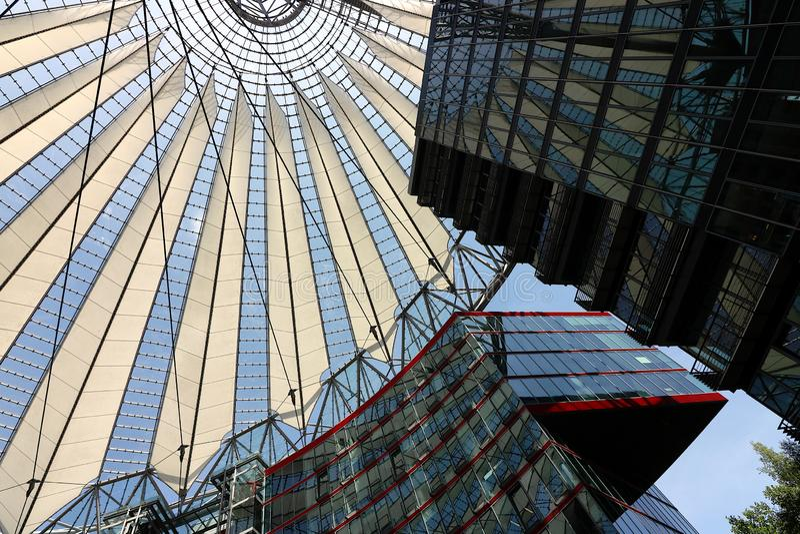 berlin 06/14/2018 Nowożytna architektura Sony centrum przy Potsdamer Platz obrazy stock