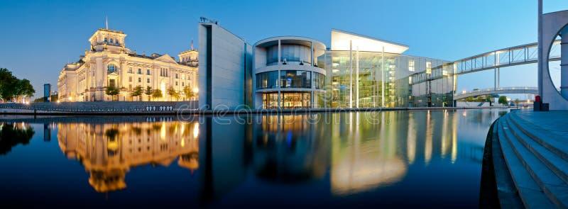 Berlin Panorama Reichstag en Reichstagufer royalty-vrije stock foto's