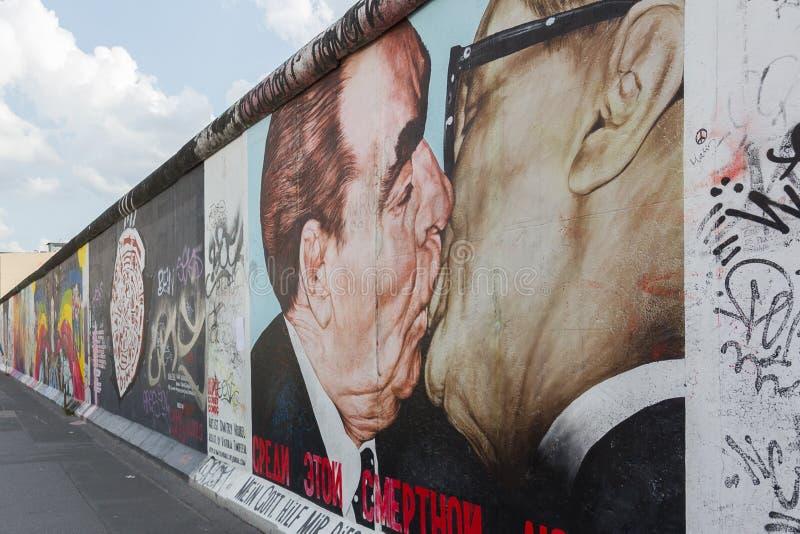 Berlin - peintures de galerie de côté est images libres de droits