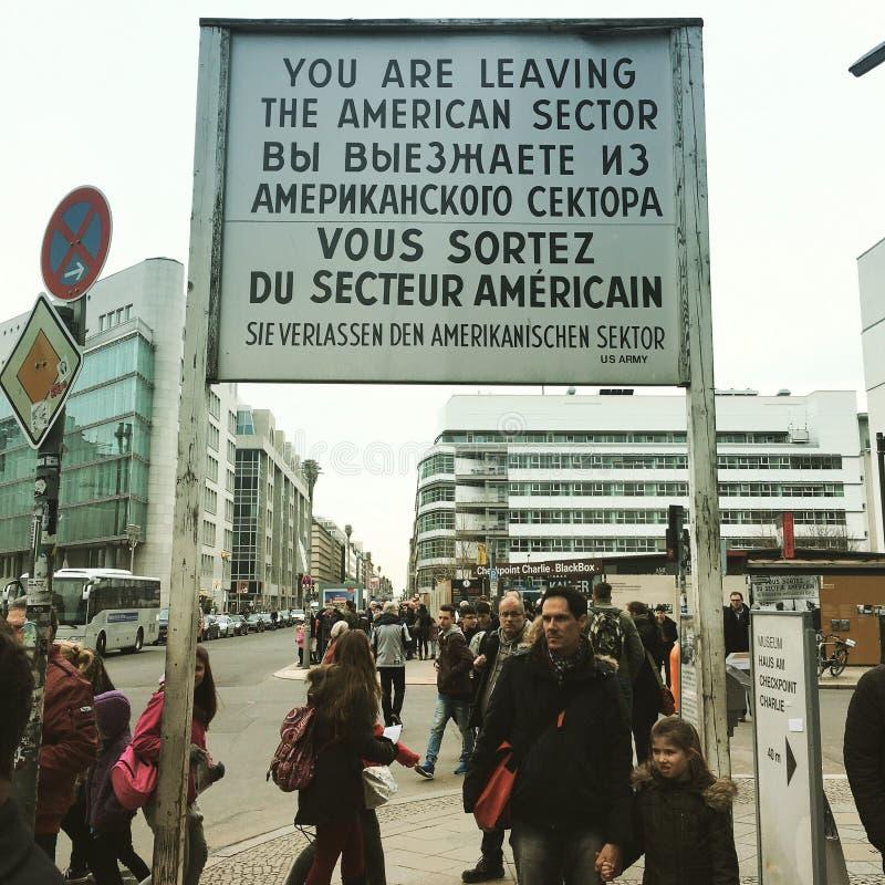 berlin rabatowego Charlie punkt kontrolny wschodnie poprzedni Germany oceny umieszczają zachód zdjęcie stock