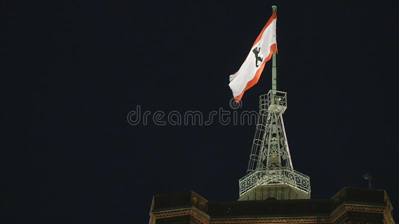 Berlin Red City Hall-vlag bij nacht royalty-vrije stock foto's