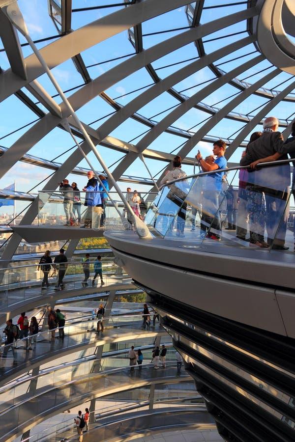 Berlin Reichstag turister arkivbilder