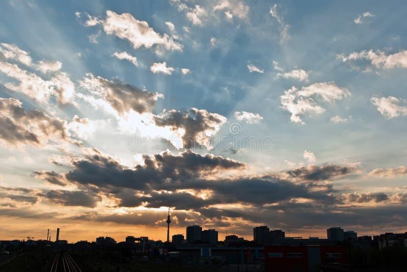 berlin skyline stockbild bild von hintergrund wolken 16874625. Black Bedroom Furniture Sets. Home Design Ideas