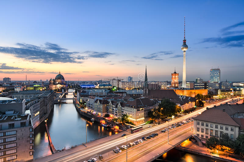 Berlin-Skylinepanorama stockbild