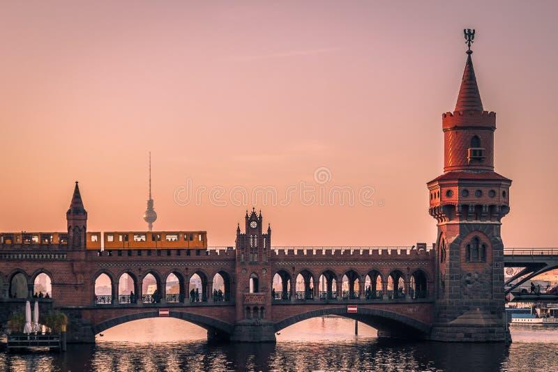 berlin solnedgång arkivfoto