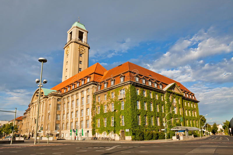 Berlin-Spandau stadshus (Rathaus Spandau), Tyskland royaltyfri fotografi