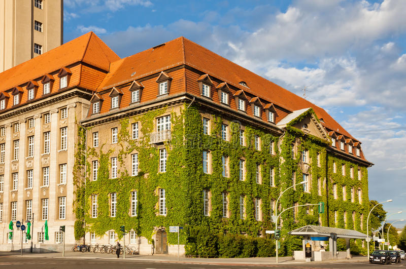 Berlin-Spandau stadshus (Rathaus Spandau), Tyskland arkivfoto