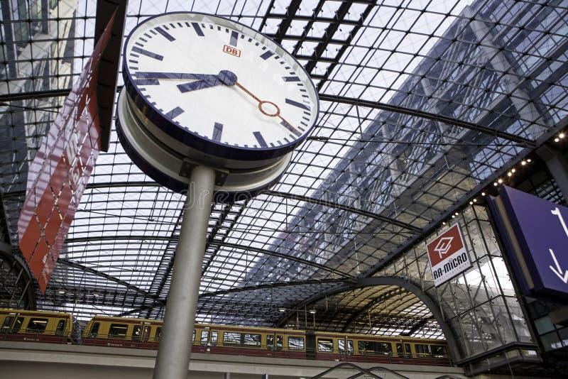 Berlin taborowa główna stacja Hauptbahnhof zdjęcia stock