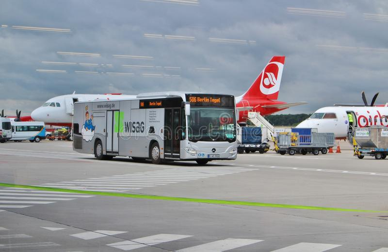 Download Berlin Tegel Airport photographie éditorial. Image du bagage - 76075917