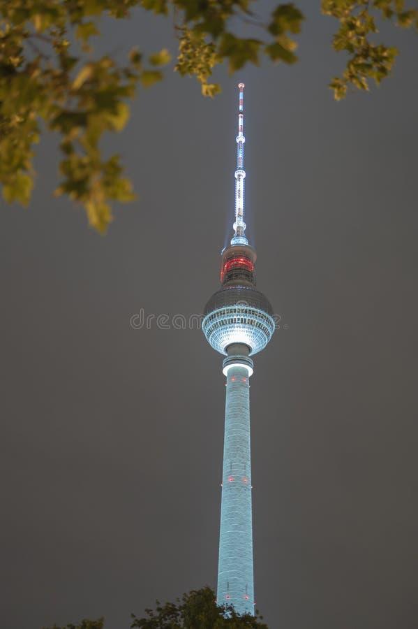 Berlin Television Tower alla notte fotografia stock