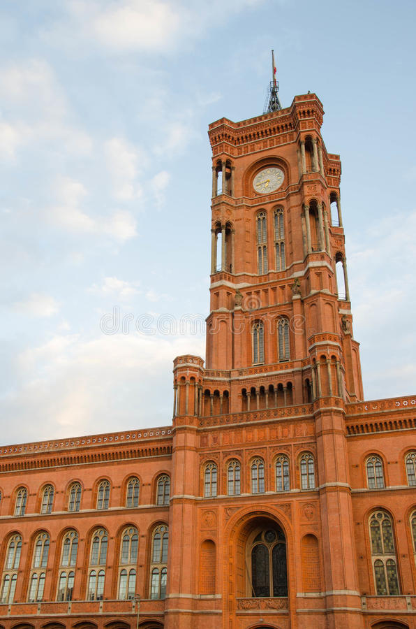 Berlin Town Hall (Rotes Rathaus) i Tyskland arkivfoton