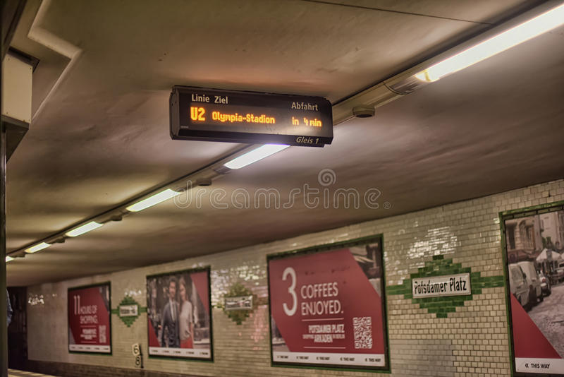 Berlin tunnelbanastation royaltyfri foto