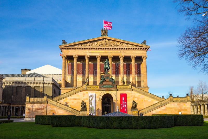 BERLIN TYSKLAND - 6 Januari 2017: Alten Nationalgalerie som betyder gammal National Gallery i den Museumsinsel betydelsen royaltyfri fotografi