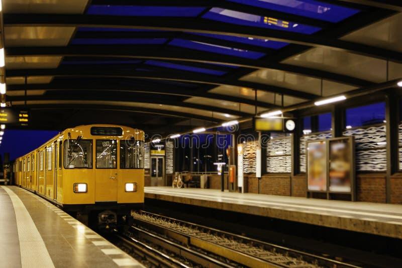Berlin U-Bahn är det mest omfattande underjordiska nätverket royaltyfri bild