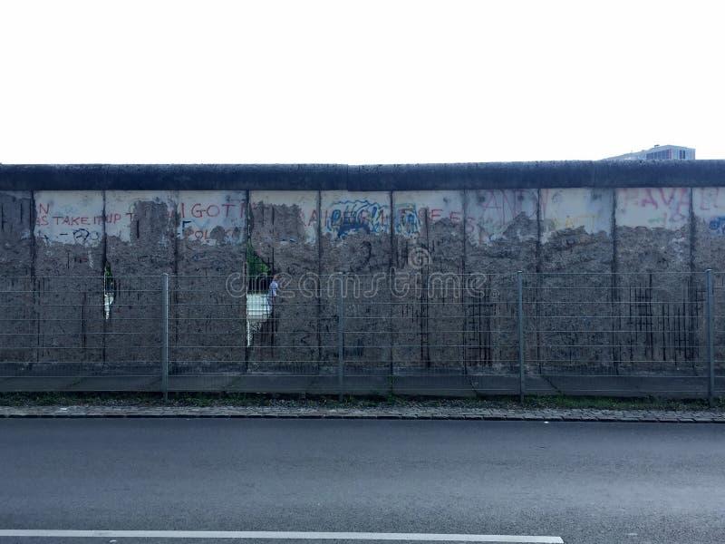 Download Berlin vägg arkivfoto. Bild av kallt, konkret, vägg, turism - 78729902