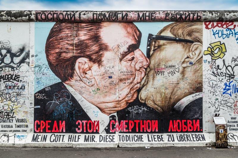 Berlin Wall bij de beroemde Zijgalerij van het Oosten, Duitsland stock afbeeldingen