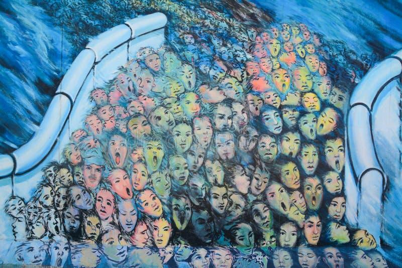 Berlin Wall East Side Gallery väggmålning arkivbild