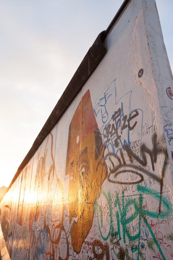 Berlin Wall en la galería de la zona este fotos de archivo
