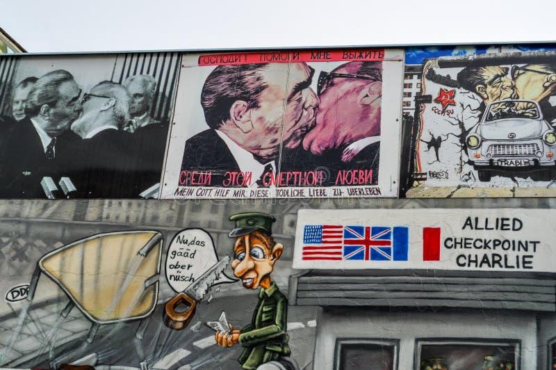 Berlin Wall German: Berliner Mauer, was een bewaakte concrete barrière in Berlijn stock fotografie