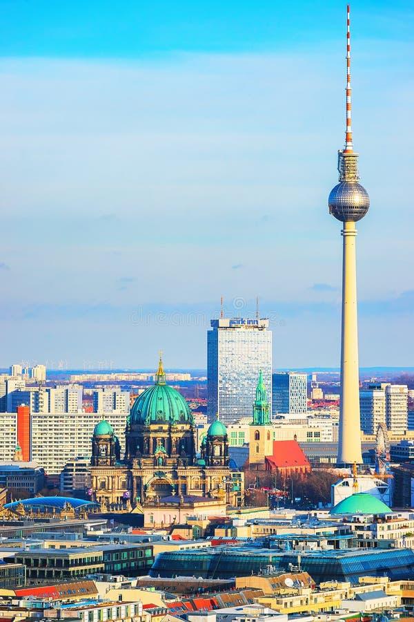 Berlinese Dom Cathedral e torre Berlino della televisione fotografia stock libera da diritti